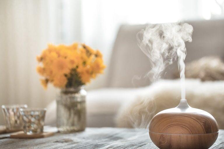 部屋が臭くなる原因は?臭いをとるのに有効な対策を解説