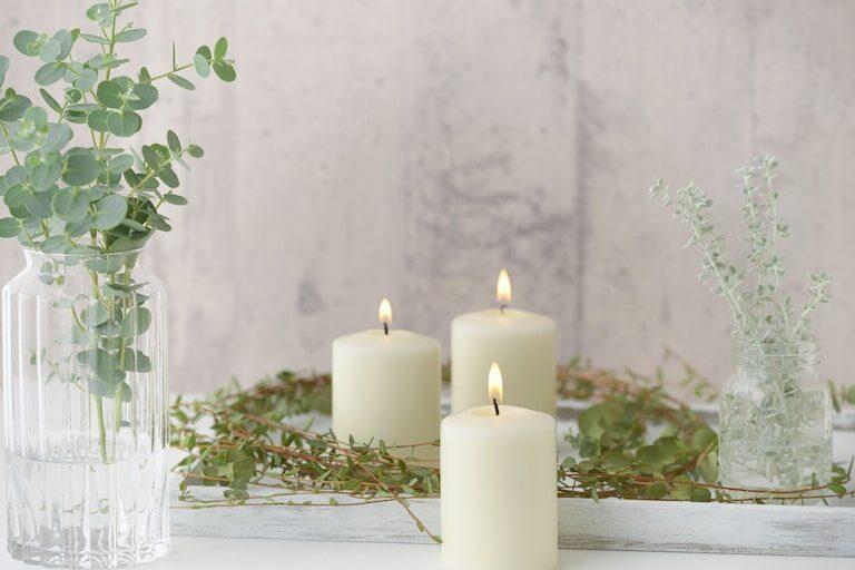 アロマキャンドルの匂いの効果とは|香りの種類や商品の選び方を解説