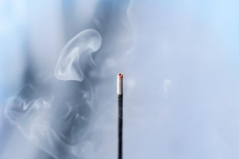 お香の匂いにはどんな効果がある?特徴と部屋で使うときの注意点