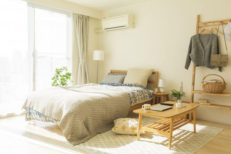 一人暮らしの部屋に潜む匂いの原因とは?おすすめ消臭方法&グッズを紹介