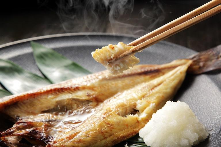 魚を焼いたあとの部屋が臭い……対処方法は?
