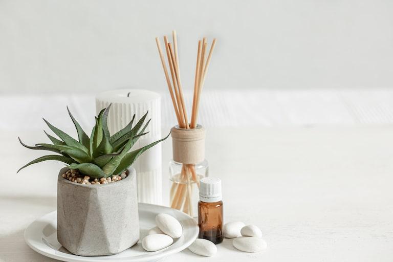 部屋でマニキュア・ジェルを使用するときのおすすめ匂い対策方法を紹介!