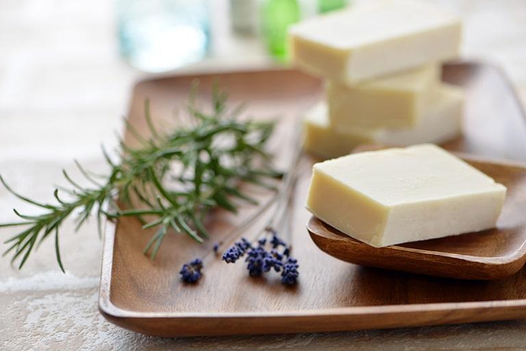 部屋の匂いを持続させるアイテム4:石鹸
