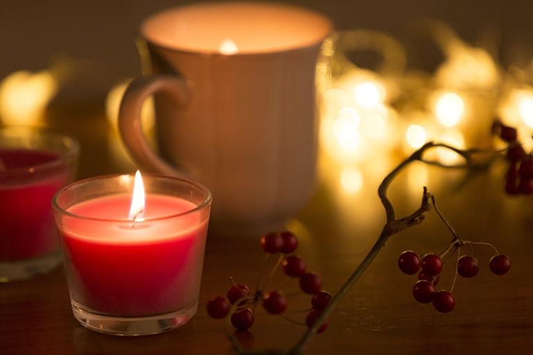 部屋の匂いを持続させるアイテム2:アロマキャンドル